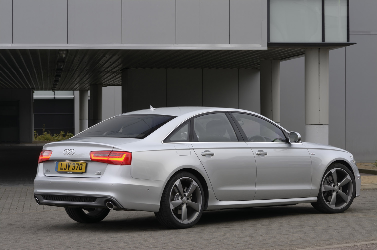 2014 audi rs5 cost new 17