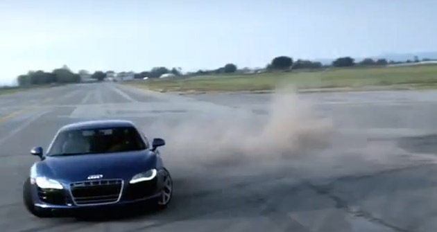 a1964dc643eo 630 Video: Audi R8 V10 reminds us what else an airstrip is good for