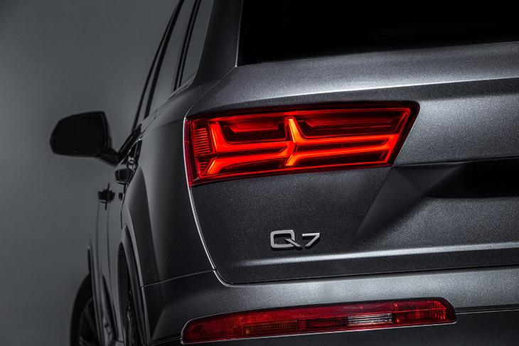 2017 Audi Q7 SUV Rear