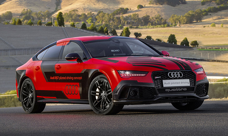 2016 Audi RS7 Sportback TFSI quattro US Front Angle