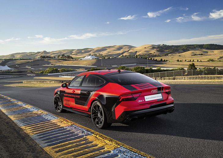 2016 Audi RS7 Sportback TFSI quattro US Rear Angle