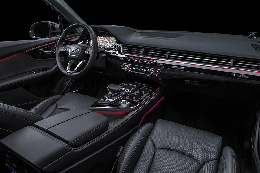 2017 Audi Q7 Interior IIHS