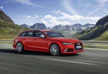 2016 Audi RS 6 Avant Front Angle
