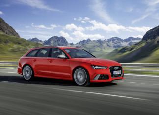 2016 Audi RS 6 Avant Front Angle